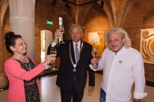 Loes Ambrosius, burgemeester Bruinsma en Bart Louman.