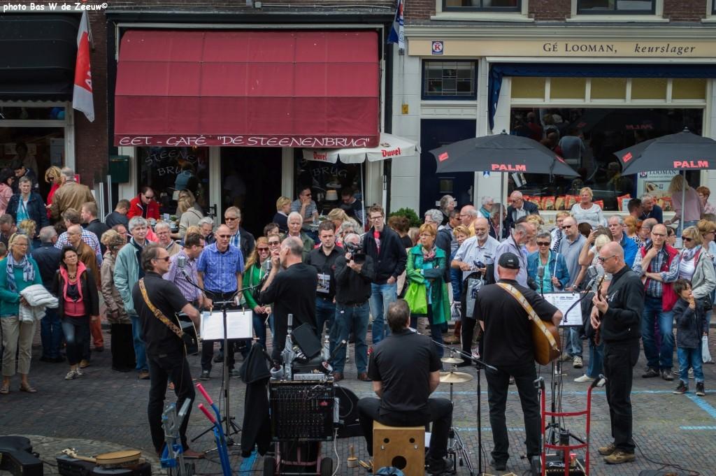 Live muziek op de Steenen Brug.