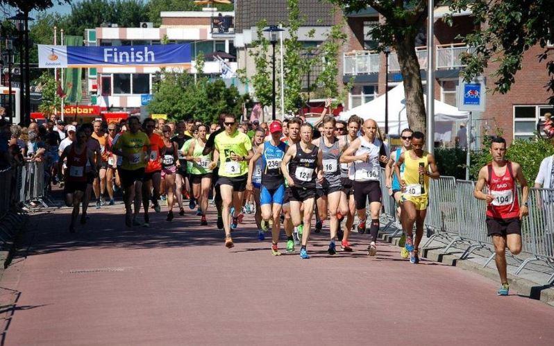 Hemelvaartsdagloop in centrum Lekkerkerk
