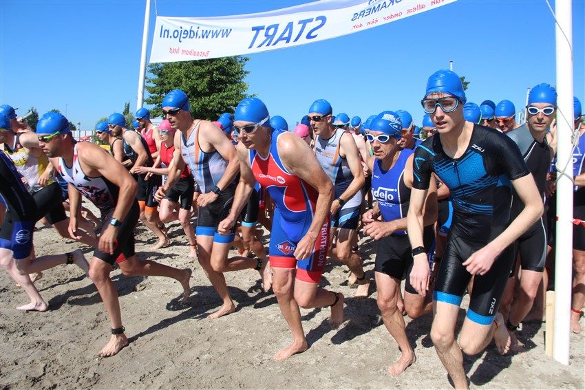 Triatleten onder hete omstandigheden naar topprestatie