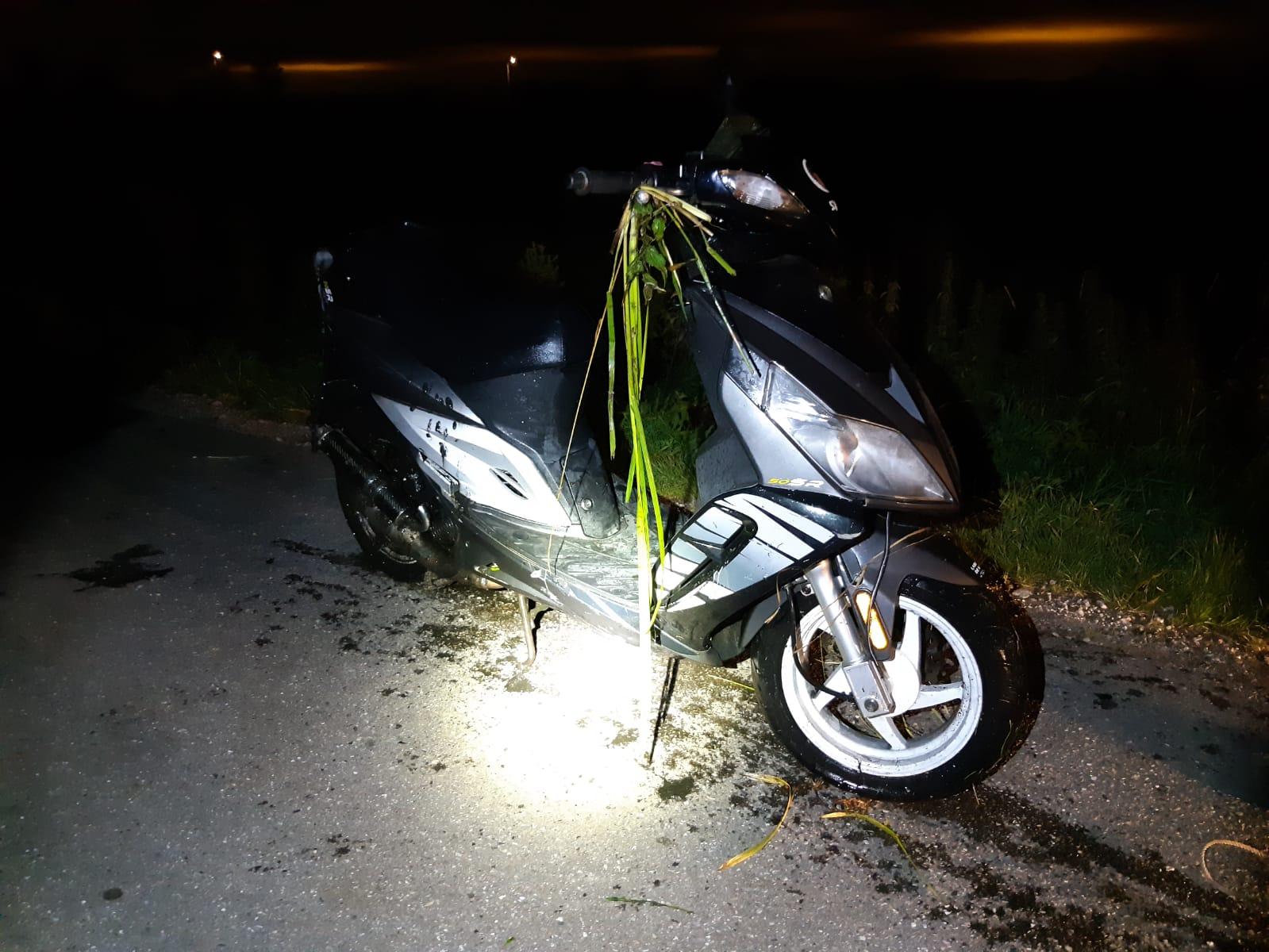 Scooterrijder kopje onder bij achtervolging