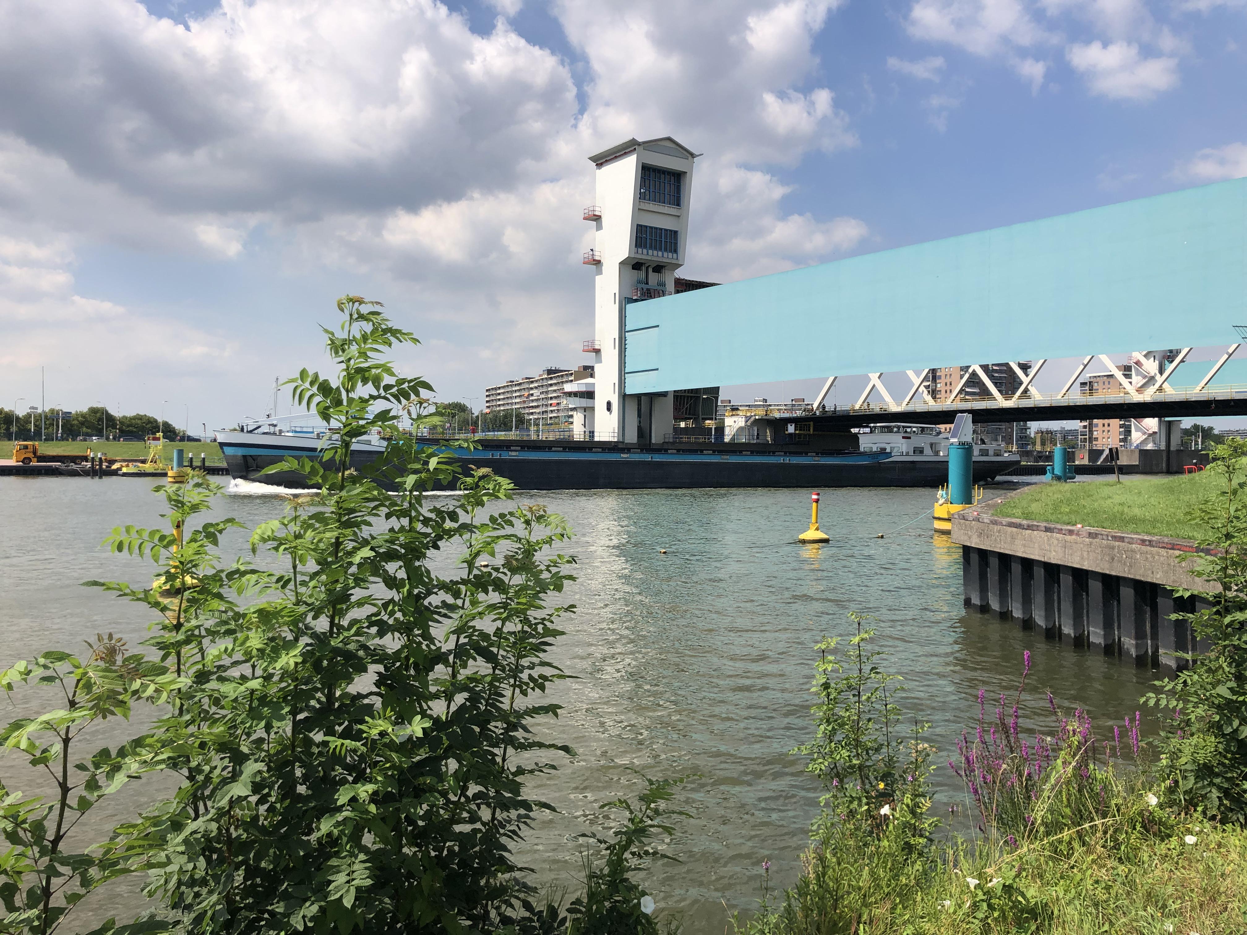'Algerabrug niet meer openen voor pleziervaartuigen met mast'