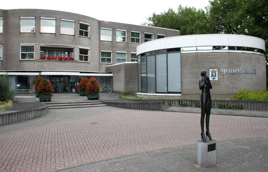 Raad laat nieuwbouwplannen gemeentehuis doorrekenen