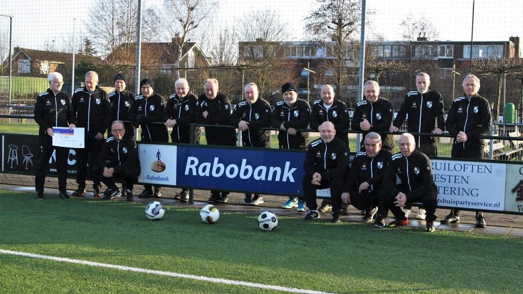 Rabobank sponsort walking football Lekkerkerk