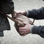 Politie zoekt na poging straatroof naar 'slungelige jongen'