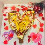 Snackbar Den Uyl zet Valentijns-frikandellenactie voort