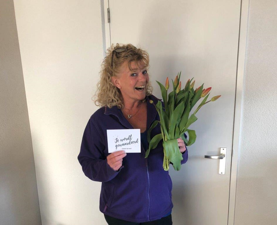 Thuiszorgmedewerkers Zorgpartners verrast met bloemetje