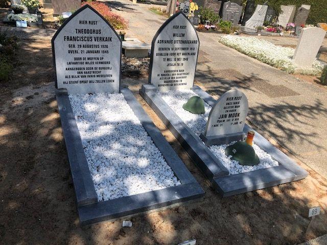 Monumenten op oorlogsgraven gerestaureerd