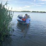 Speedboot maakt water op IJssel bij Gouderak