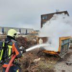 Brandweer blust containerbrand in Krimpen aan de Lek