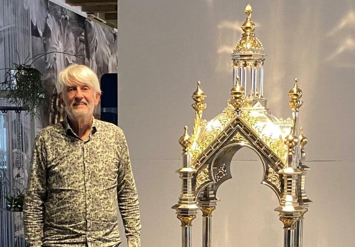 Gerestaureerd zilveren ciborium pronkt in Zilvermuseum
