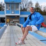 Badmeester Leo (79) gaat voor 33ste seizoen bij De Baan in Gouderak