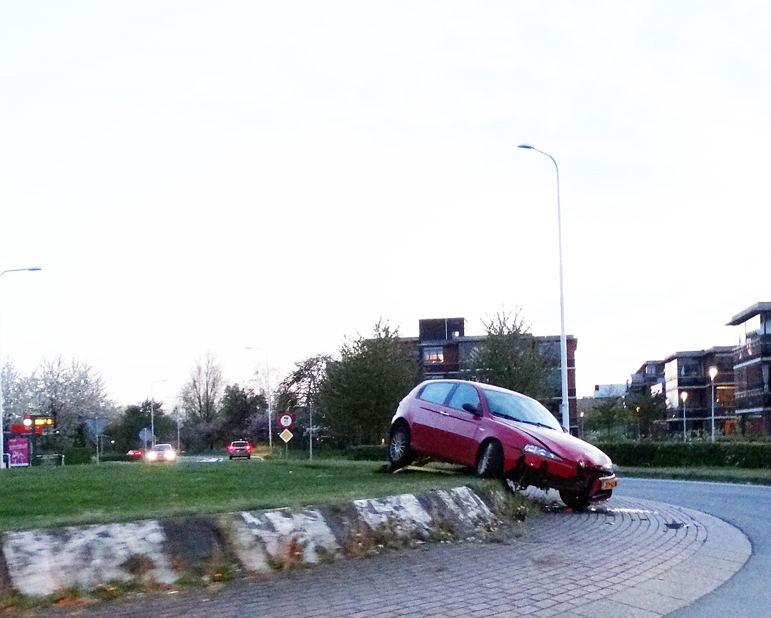 Auto ramt rotonde in Schoonhoven