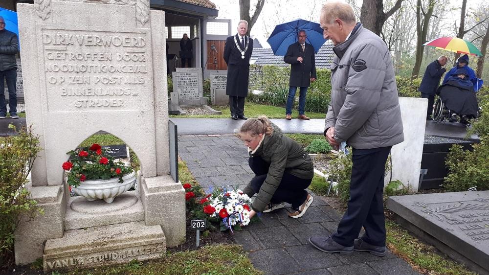 Sobere dodenherdenking in Lekkerkerk (video)