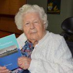 Boek met de oorlogsherinneringen van Nel de Bruin-Burggraaf (94)