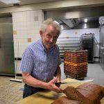 50 jaar Bakker Van der Eijk; oprichter Jan rijdt nu 'de gaatjes dicht'