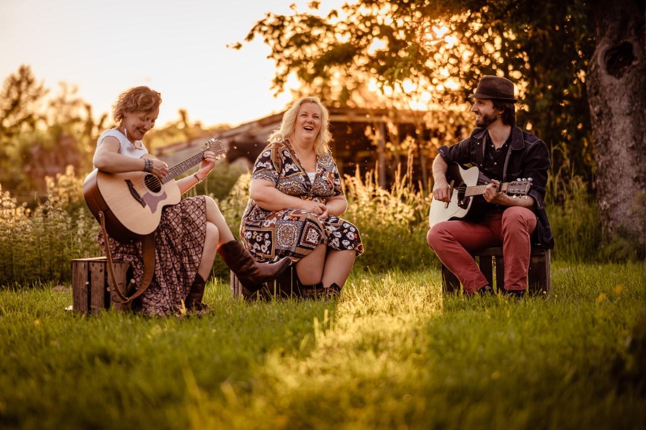 Chickadee debuteert met concert in boomgaard Schoonhoven