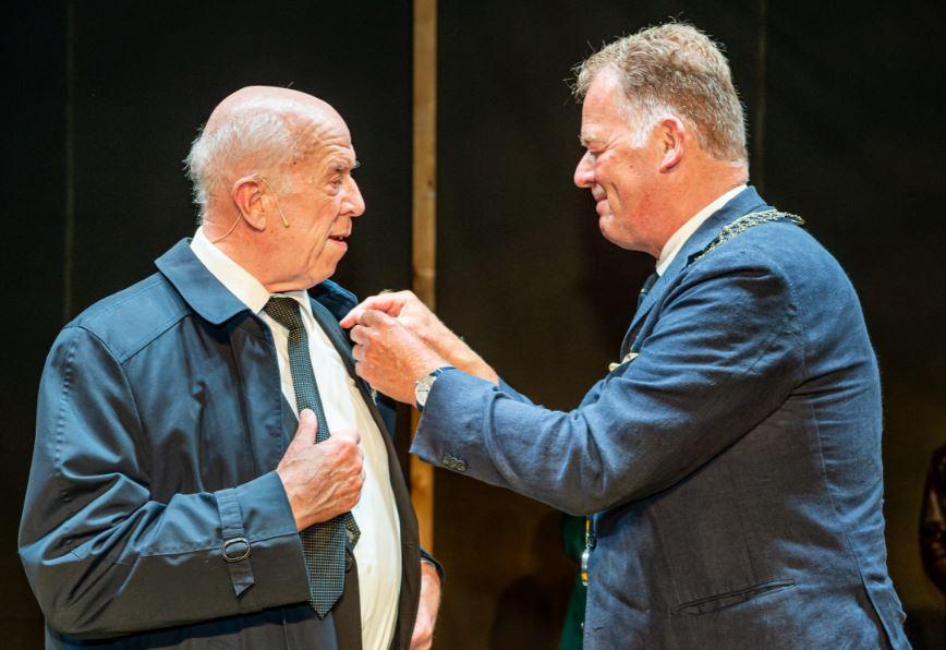 Koninklijke onderscheiding voor acteur Helmert Woudenberg