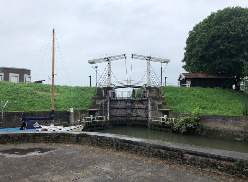 Sluis Schoonhoven sluit vanwege hoog water