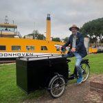 Schoonhovenaar Alje Bosma rijdt rond met een 'bakfiets vol verhalen'