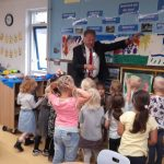 Burgemeester op bezoek bij kleuters Floraschool