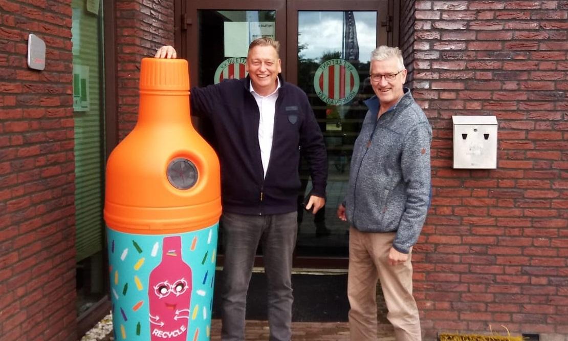 Fles- en blikjescontainer voor voetbalvereniging Dilettant